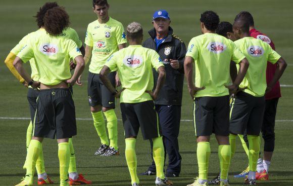 Scolari aún no encuentra al sustituto de Neymar
