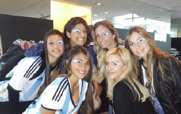 Holanda vs. Argentina: novias apoyan a argentinos en tribunas