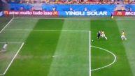 El polémico penal que el árbitro concedió a Holanda ante Brasil