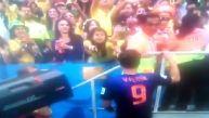 El admirable gesto de Van Persie con un fanático holandés
