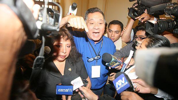 Anicama irrumpió en JEE para exigir inscripción de su ex esposo
