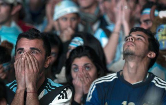 La tristeza argentina es más contagiosa que la alegría alemana