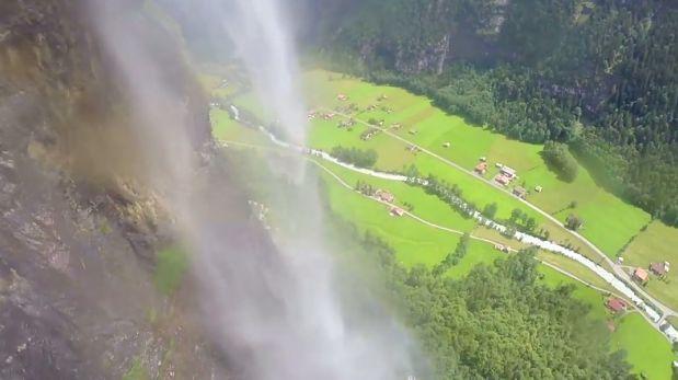 VIDEO: Viajero grabó cómo cruzaba una cascada desde el aire