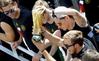 La FIFA reparará la Copa del Mundo que dañaron los alemanes