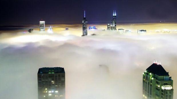 Mira cómo la densa niebla pasa sobre Chicago en este timelapse