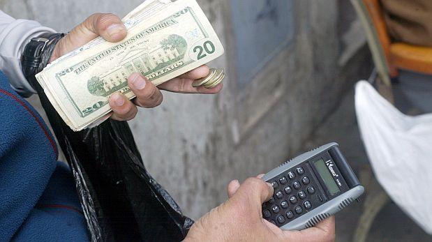 El dólar se ubicó por encima de los S/.2,800 en el mercado