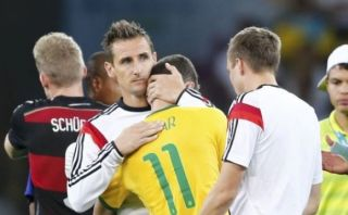 Klose, el noble personaje detrás del goleador histórico