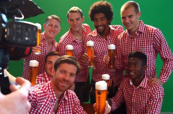 Jugadores del Bayern se divirtieron vistiéndose como bávaros