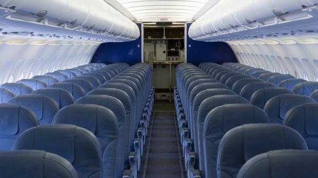 Aerolínea crea objetos con asientos desechados de sus aviones