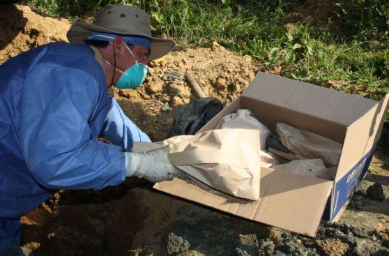 Así se exhumaron restos humanos en la selva de Junín [Fotos]