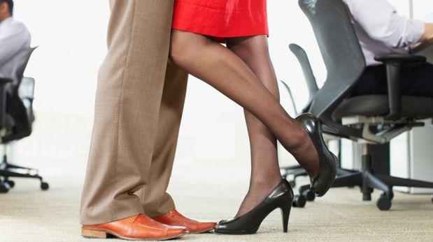 Ventajas y desventajas de tener un romance en la oficina