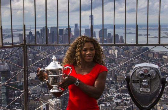 Serena Williams lució el trofeo US Open desde el Empire State