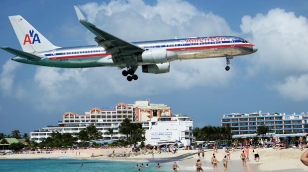 En esta playa los aviones estarán a punto de rozarte la cabeza