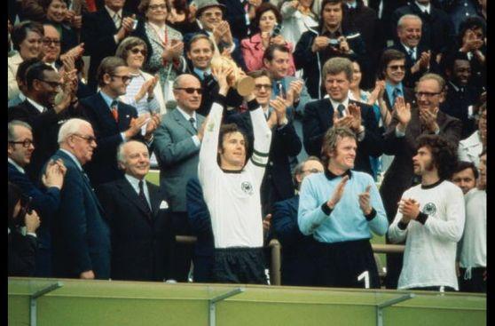 Franz Beckenbauer, el bicampeón mundial cumple 69 años