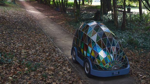 Conoce el auto del futuro hecho de vidrio donde puedes dormir