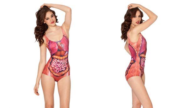 Esta peculiar ropa de baño ilustra la anatomía del torso humano