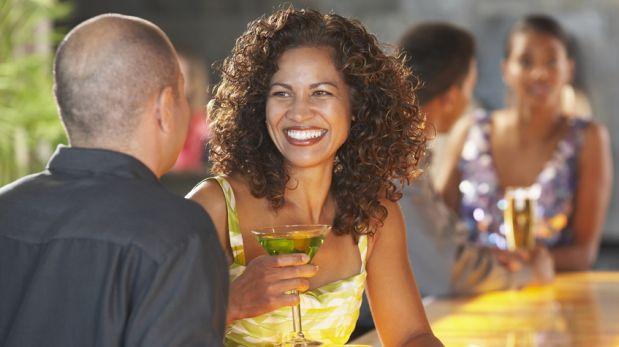 Los hombres prefieren a las mujeres veinteañeras reveló estudio