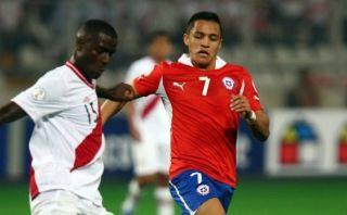 Alexis Sánchez y Bravo llegaron a Chile para jugar ante Perú