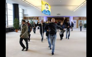 Un centenar de kurdos irrumpen en el Parlamento Europeo