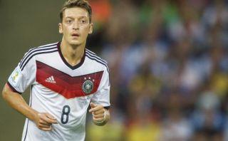 Mesut Özil se lesionó y será baja en Arsenal por tres meses