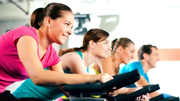 Seis razones para ejercitarte con una clase de spinning
