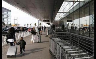 Miedo al ébola: Personal de aeropuerto abandonó 250 maletas