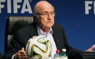 Joseph Blatter pretende cambiar la fecha de Qatar 2022