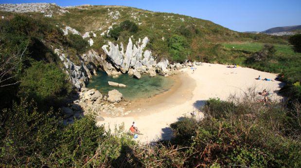 Visita Gulpiyuri, la playa más pequeña del mundo