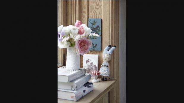 Detalle floral: Añade una cuota de frescura y color con tapices