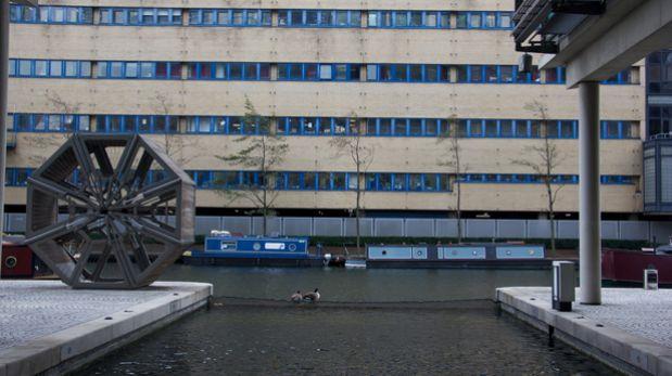 """Este """"puente escorpión"""" se enrolla para que los botes pasen"""