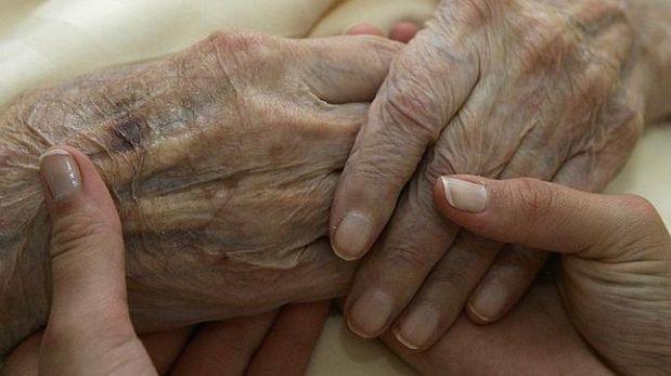 Científicos descubren método para revertir el envejecimiento