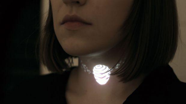 Diseño que brilla: ¿Usarías este collar hecho de luces?