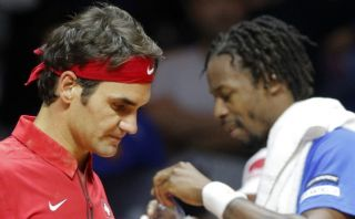 Copa Davis: Federer cayó ante Monfils y la serie está 1-1