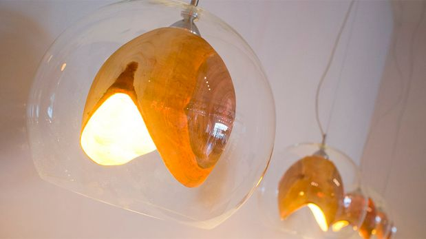 Teca, esta novedosa lámpara combina la madera y el vidrio