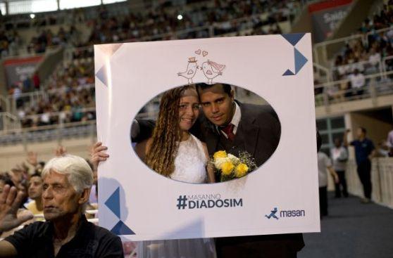 Río de Janeiro celebra la mayor boda colectiva de su historia