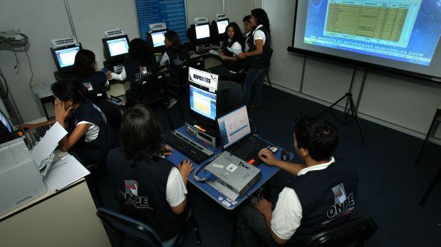 Centros de cómputo de la ONPE trabajan en el conteo de votos