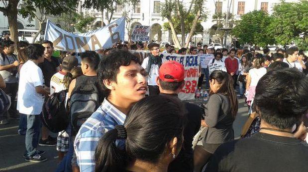 """Defensoría: """"No se puede condicionar protesta a uso de DNI"""""""