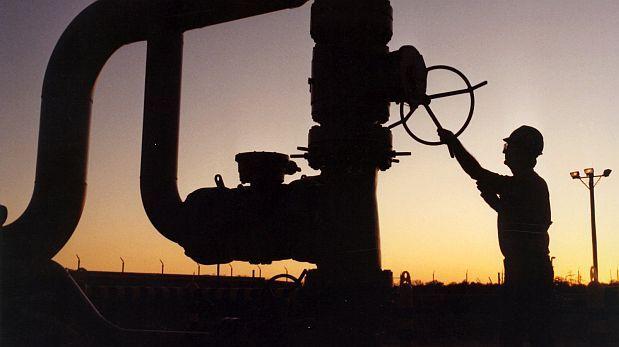 Petróleo baja un 3% al esperarse mayor oferta y menor demanda