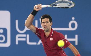 Djokovic arrolló a Wawrinka y avanzó a la final en Abu Dabi