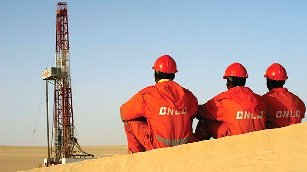 Producción de petróleo y líquidos de gas se redujo 13,5%
