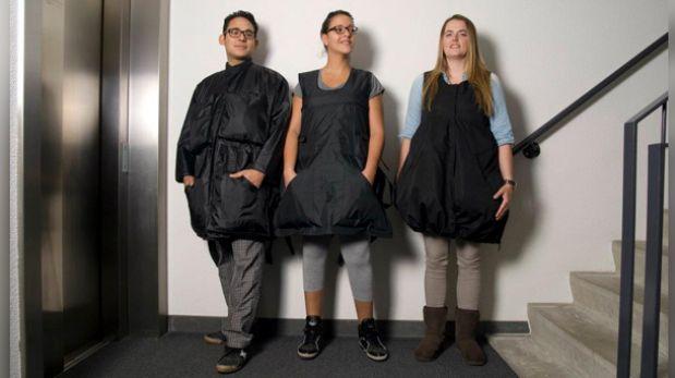 Con esta casaca puedes llevar 10 kilos más de ropa en el avión