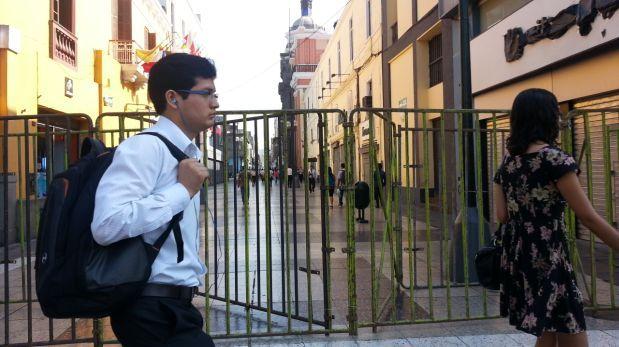 Ante marcha contra régimen juvenil: rejas en vías del centro