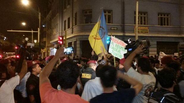 Régimen juvenil: marcha dejó 20 detenidos y 16 Policías heridos