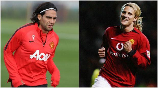 Diego Forlán defiende al Radamel Falcao del Manchester United