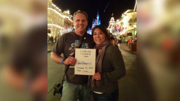 Esta pareja recorrió el mundo por su amor a Disneyland