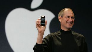 Steve Jobs tendría hoy 60 años: ¿Cómo lanzó el primer iPhone?