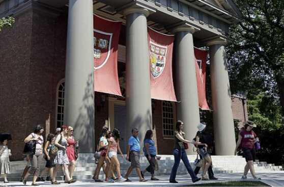 Los estudiantes que desafiaron a Harvard por el medio ambiente