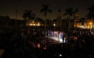Así se vivió La Hora del Planeta en la Plaza de Armas de Lima
