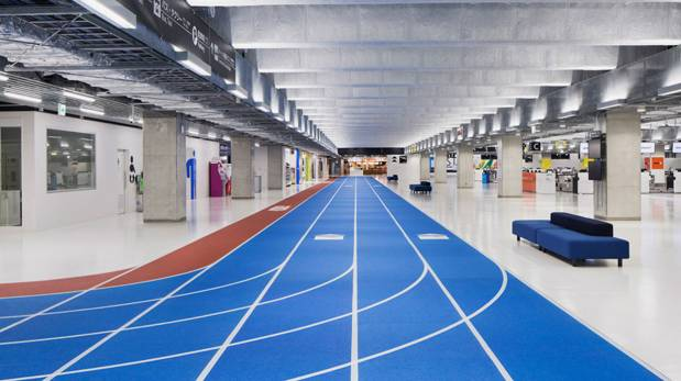Colocan pistas de atletismo dentro de un aeropuerto de Japón