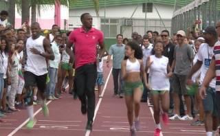 Usain Bolt visita favela en Río de Janeiro